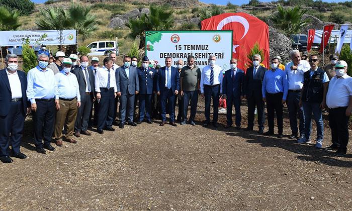 Vali Elban, Demokrasi Şehitleri İçin Fidan Dikti